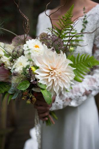 Buchet de mireasa cu flori de iarna