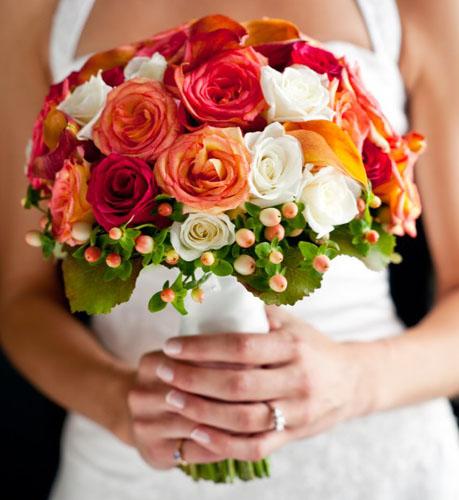 Buchet de mireasa din trandafiri multicolori