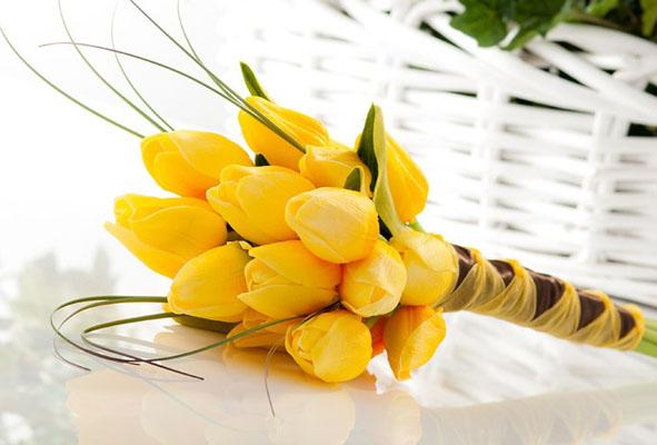 Buchet mireasa cu lalele galbene