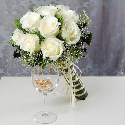 Buchet mireasa din trandafiri albi