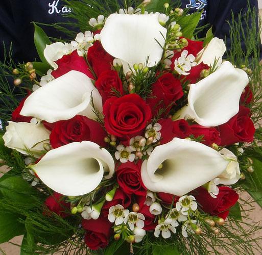 Buchete-de-mireasa-din-cale-si-trandafiri-rosii