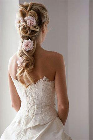 Coafura mireasa par lung cu flori