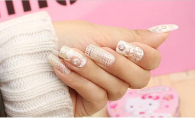 Modele de unghii pentru mirese cu dantela