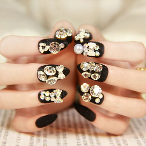 Unghii gel negre cu pietre
