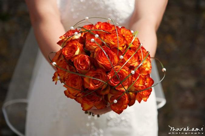 buchet din trandafiri portocalii pentru toamna