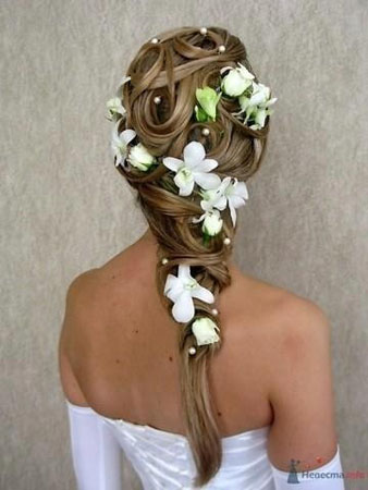 coafura cu flori naturale in par