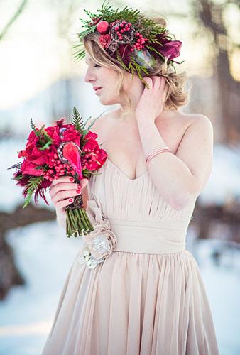 coroana cu flori pentru coafura mireasa