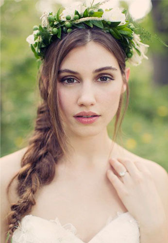 mireasa cu coroana de flori