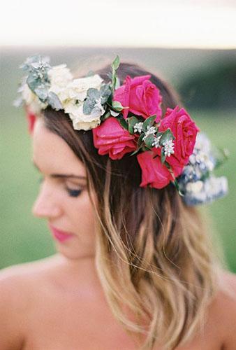 mireasa cu coroana de trandafiri