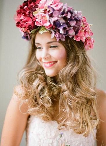 mireasa cu coronita din flori