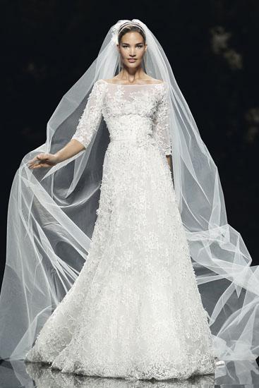 rochie de mireasa brodata