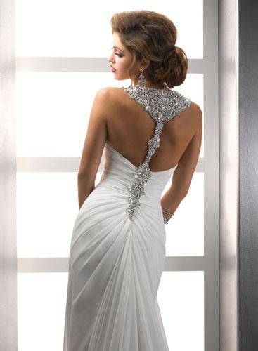 rochie de mireasa cu pietre si spatele gol