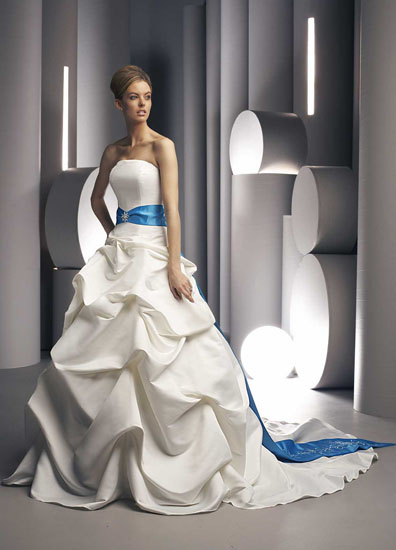 Rochii de mireasa colorate mireasa for Wedding dresses with a little color
