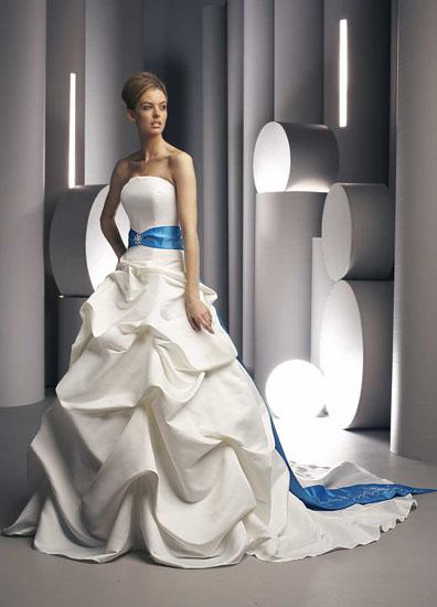 rochie mireasa alb cu albastru