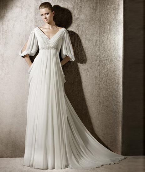 rochie mireasa clasica cu maneca