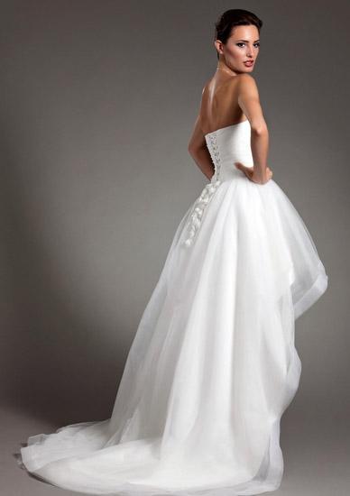 rochii mireasa scurta in fata si lunga la spate