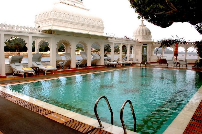 taj-lake-palace piscina