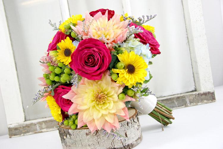 Buchet de mireasa din floarea soarelui si alte flori