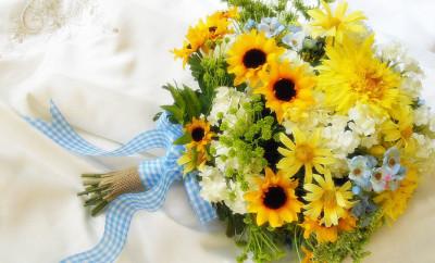 Buchet de mireasa din floarea soarelui si flori de camp