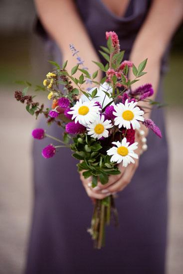 Buchet de mireasa ieftin din flori de camp