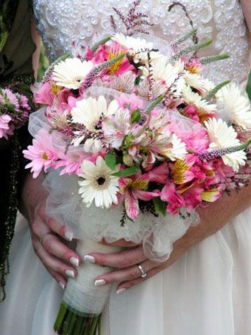 Buchet mireasa crizanteme si alte flori