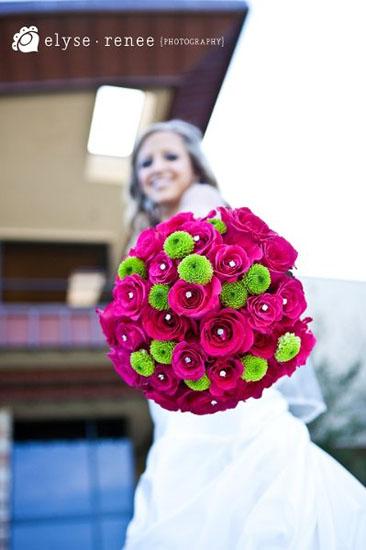 Buchet mireasa crizanteme si trandafiri