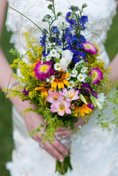 Buchet mireasa din flori de camp