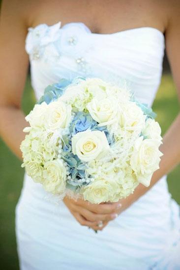 Buchete de mireasa din flori albe de margaritar