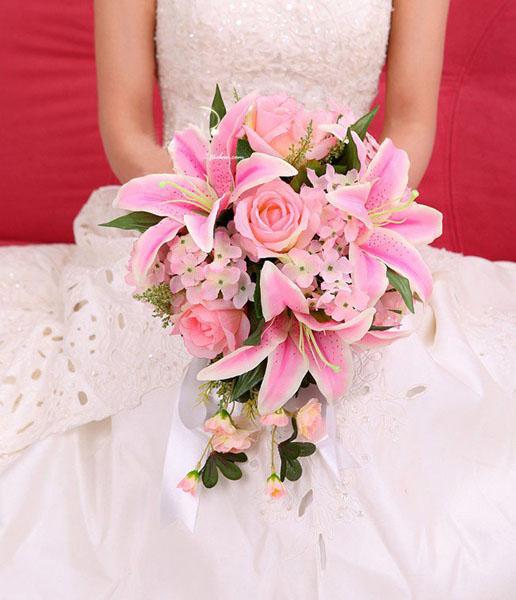 Buchete de mireasa din nuferi roz