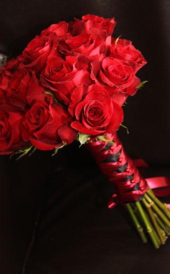 Buchetul miresei trandafiri rosii