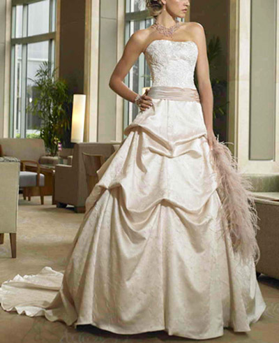 Rochie de mireasa de culoare crem