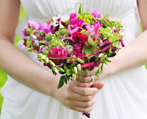buchet cu frezii si alte flori