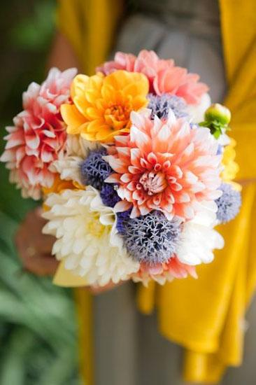 buchet de flori cu crizanteme