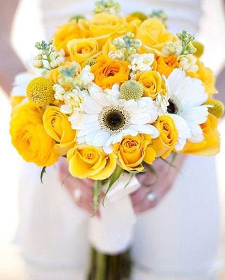 buchet din trandafiri galbeni si crizanteme albe