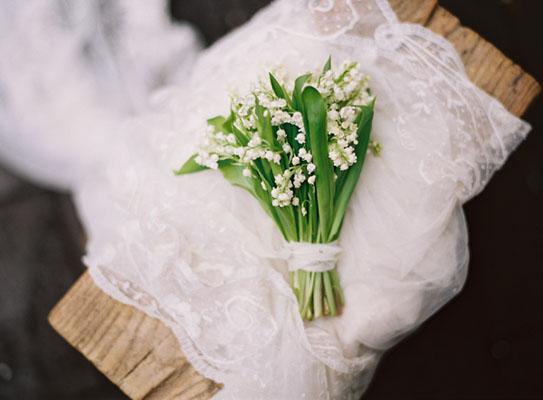 buchet lacramioare pentru nunta