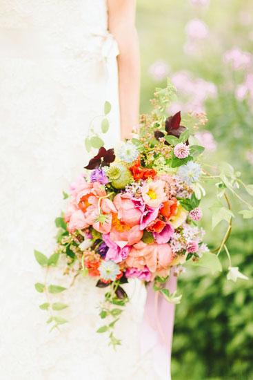 buchet mireasa bujori si alte flori