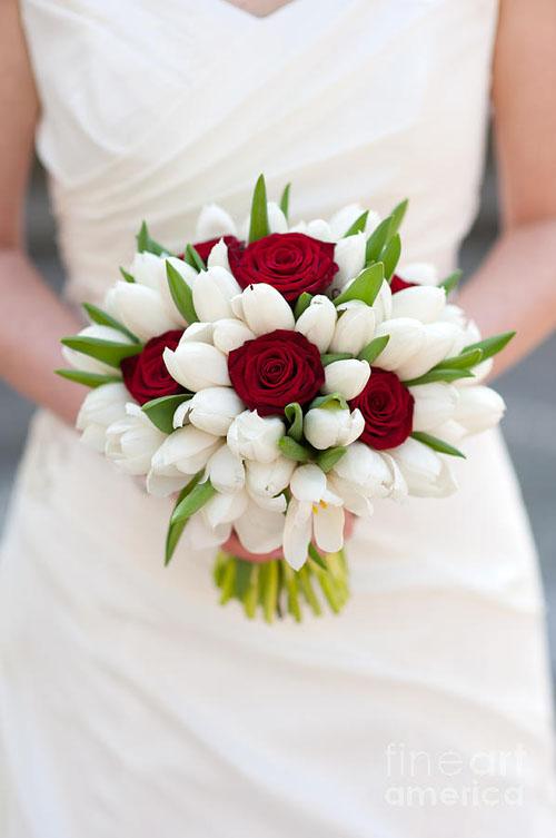 buchet mireasa trandafiri si lalele zodia Balanta