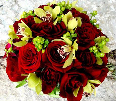 buchet trandafiri rosii si orhidee