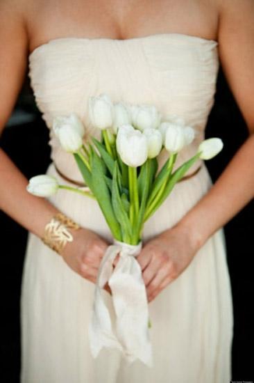buchete de mireasa din lalele albe