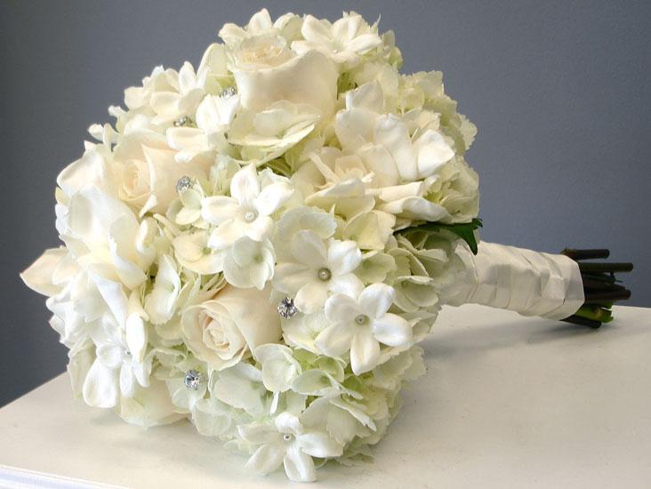 buchete mireasa hortensii albe