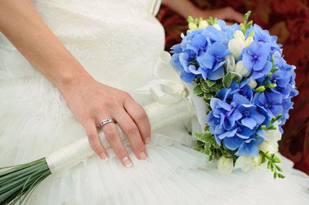 buchetul miresei cu hortensii albastre