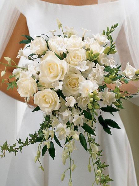 buchetul miresei cu orhidee si trandafiri albi