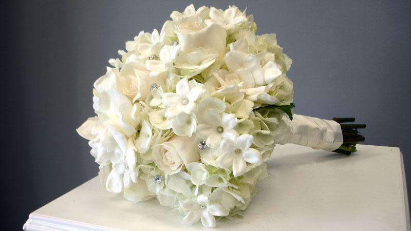 buchetul miresei din hortensii albe