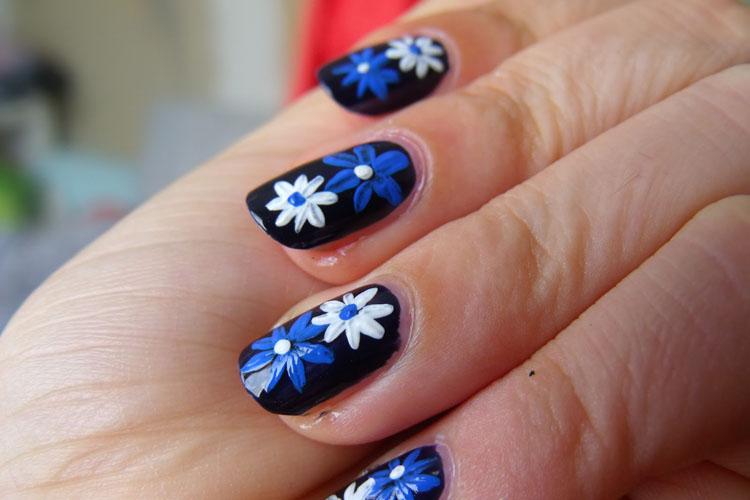 manichiura cu flori