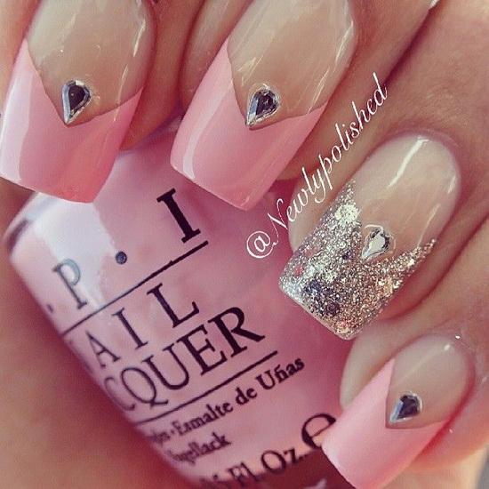 manichiura mireasa cu roz si pietre