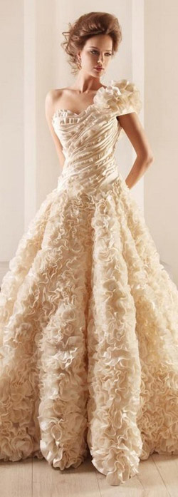 rochie crem pentru mireasa