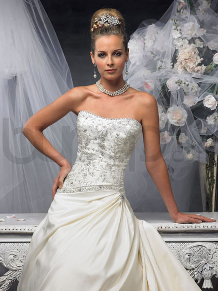 rochie de mireasa cu swarovski