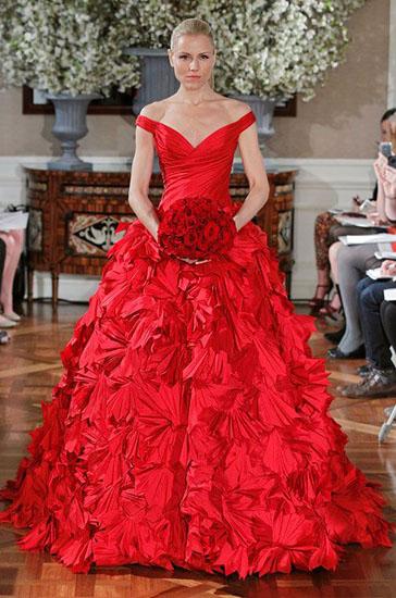rochie de mireasa rosie cu flori