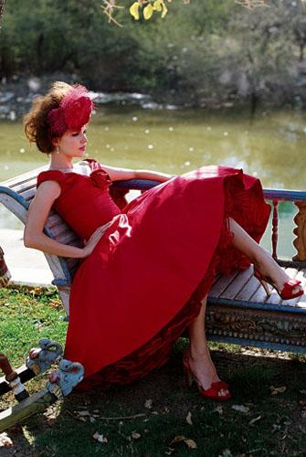 rochie-de-mireasa-rosie-scurta