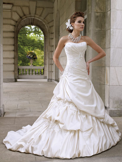 rochie mireasa clasica cu trena